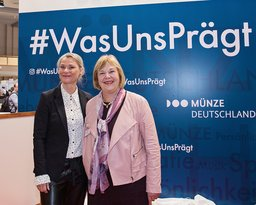 Silvia Bechtold und Bettina Hagedorn auf der World Money Fair 2020